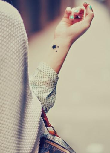 imagenes de tatuajes para mujeres de estrellas en la mano