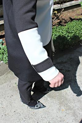 w.shein.com/White-Black-Long-Sleeve-Color-Block-Coat-p-233100-cat-1735.html?utm_source=paroleopereomissioni.blogspot.it&utm_medium=blogger&url_from=paroleopereomissioni