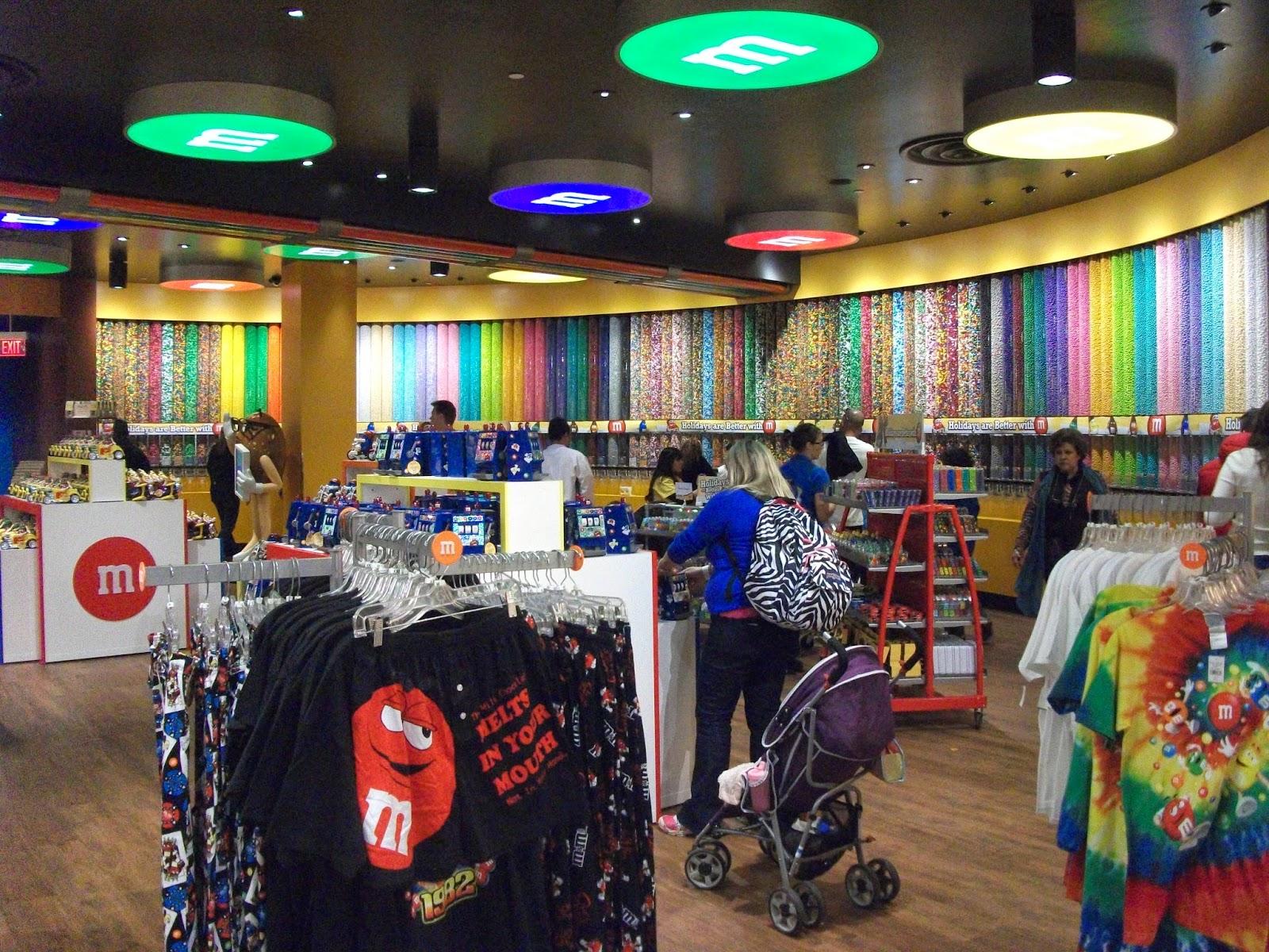 Shopping im M&M´s Geschäft.