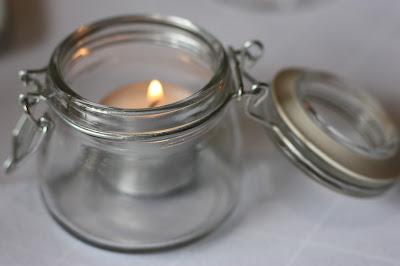 Kerzenlicht - Hochzeit in Grün und Weiß im Riessersee Hotel Garmisch-Partenkirchen Bayern, Regenhochzeit im Sommer, Wedding Bavaria - wedding green white