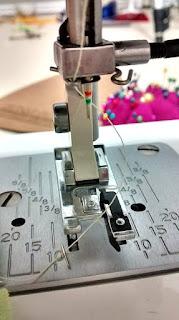 Coser telas elásticas con el prensatelas para bordes sobrehilados falso overlock rompe aguja