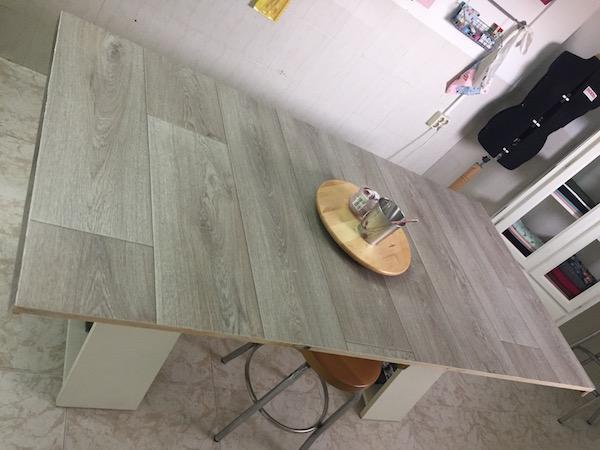 Diy mesa forrada con vinilo adhesivo handbox for Parquet vinilo adhesivo