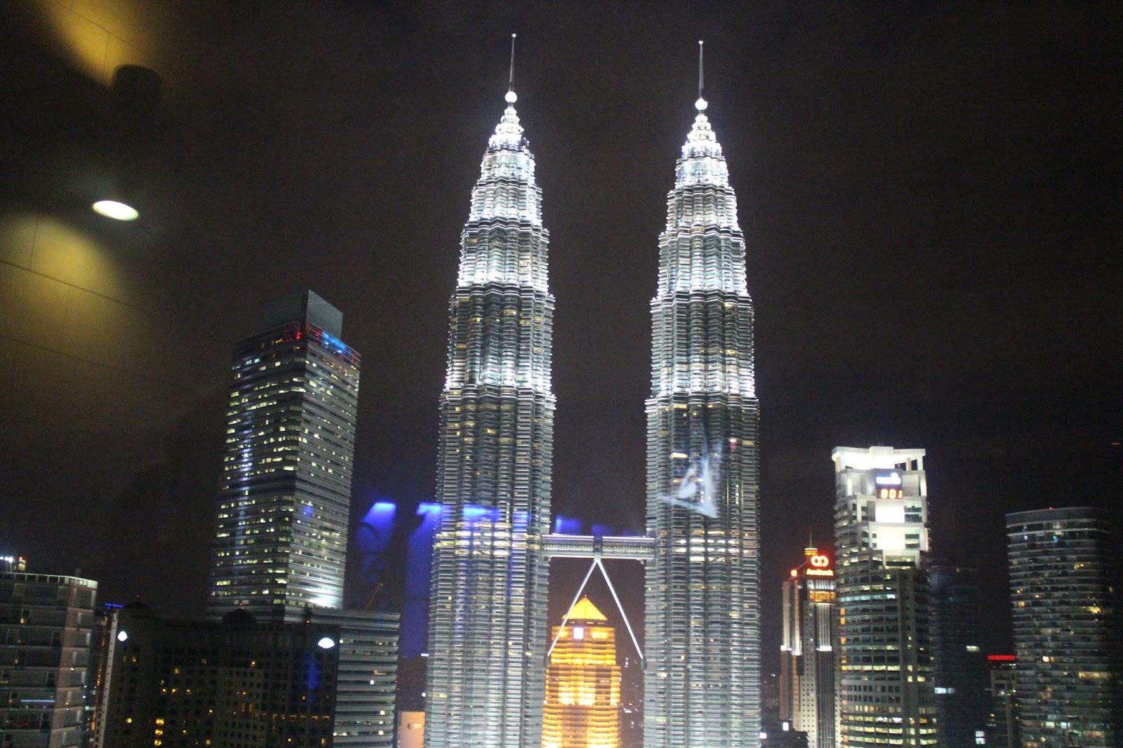 Petronas Towers at night - Kuala Lumpur