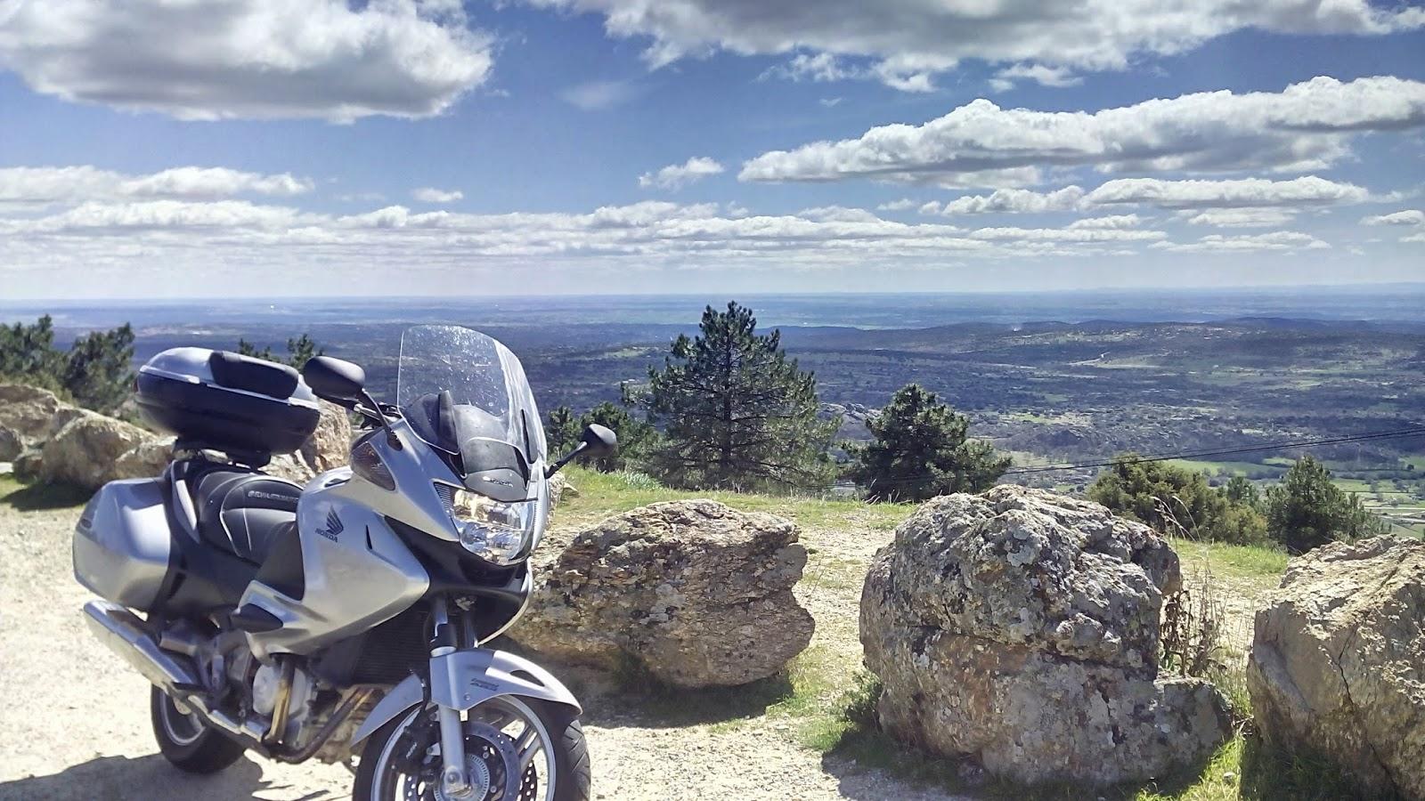 ruta en moto por Hoyo de Pinares el viajero motero