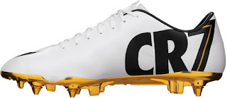 Botines Nike Mercurial Vapor IX CR7 con suela de oro, Cristiano Ronaldo balón de oro