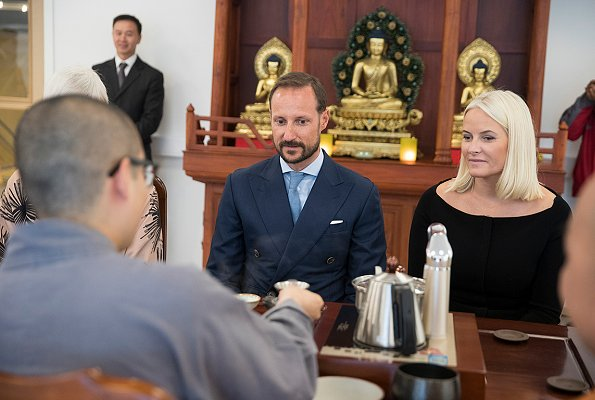 Prince Haakon and Princess Mette-Marit visited OrbitArena and Vietnamese Buddhist Community in Jessheim