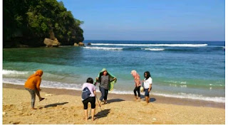 Pantai di Pulau Ngliyep Malang - Si Pantai Yang Bikin Ngantuk.