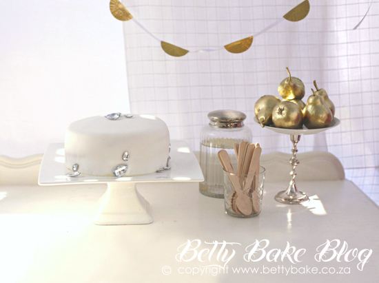 bling party, gold cake, sparkly, shiny, glitter, gold pears