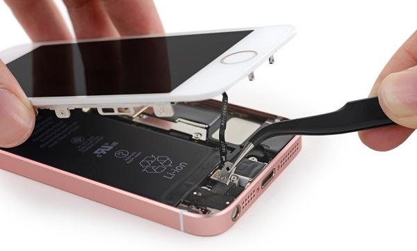 iPhone SE được thay mới màn
