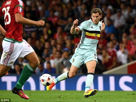ĐT Bỉ tổn thất lực lượng trước trận gặp Wales khi Vertonghen chấn thương trong buổi tập.