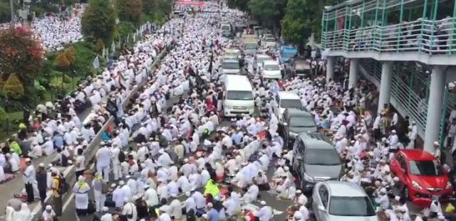 Warga Muhammadiyah Memisahkan Diri untuk Hindari Pembludakan di Istiqlal