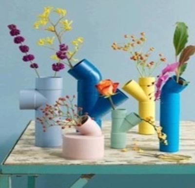 Pipa PVC (paralon) dibuat menjadi vas bunga unik