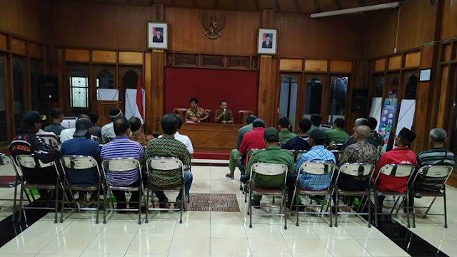 Jelang Pemilu Babinsa Kelurahan Jayengan Hadir Dalam Rakor PAM TPS.