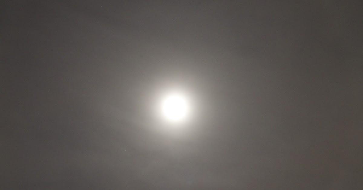 Ring Around The Moon Rainbow Lunar Halo Tonight Stellar