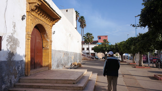Изображение арки-входа на бульваре Альмоад в Касабланке
