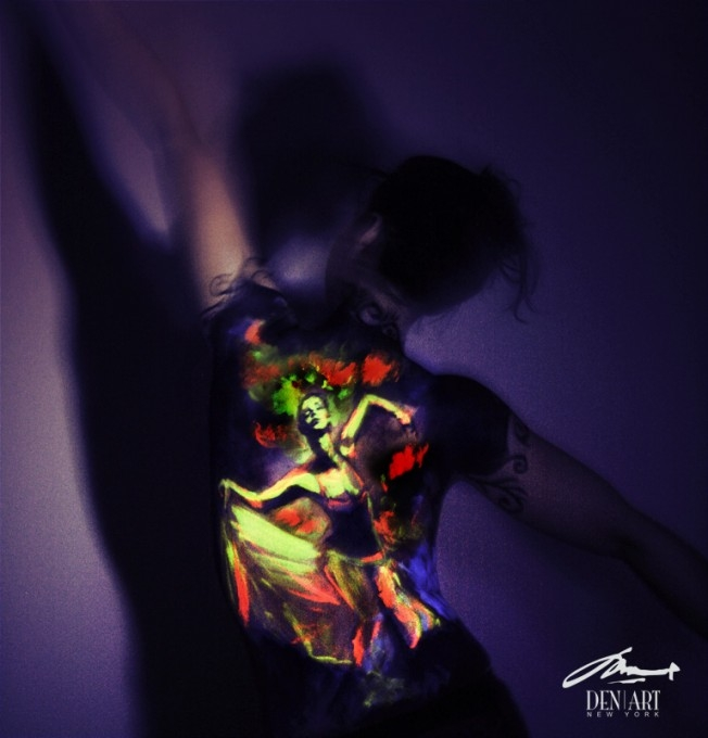 01-Dance-of-Life-Danny-Setiawan-Denart-Studio-Body-Painting-with-a-UV-Paint-and-a-Black-Light-www-designstack-co