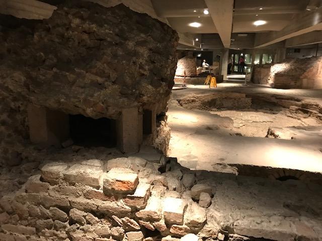 イタリア・ミラノのドゥオーモの地下を探検