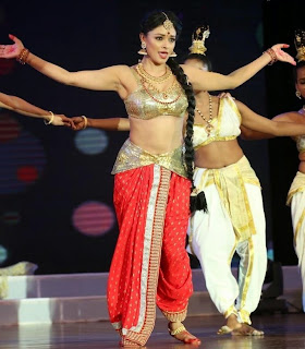 Pooja Kumar Dance Performance Pictures at Uthama Villain Audio Launch 3