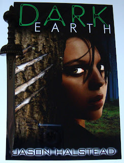 Portada del libro Dark Earth, de Jason Halstead