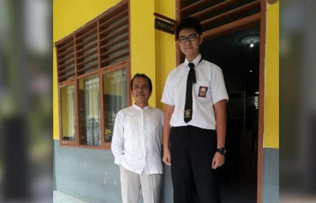 Viral gambar Siswa 14 tahun di Tangerang Bertinggi Hampir 2 Meter