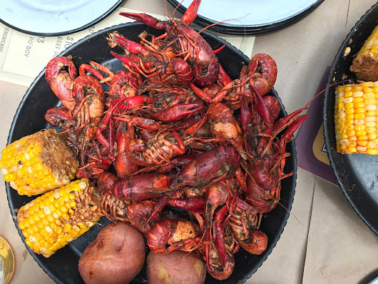 It's Borderline Genius: We Took the AYCE Crawfish Challenge & One of Us Reigned Supreme | Frontier Chicago