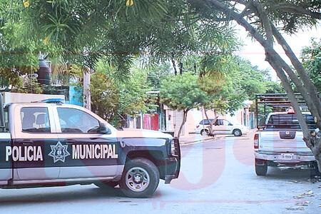 Balean al conductor de una camioneta en la colonia Ejido de Playa del Carmen. Es el asegundo ataque en poco más de 24 horas en la ciudad. Ayer ejecutaron a una mujer en la colonia El Pedregal