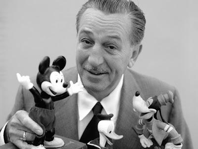Biografi Walt Disney — Pendiri Disneyland   Lahir di Amerika tepatnya di Chicago, Illionis, pada tanggal 5 Desember 1901. Ia ciptakan kerajaan kartun yang maha besar yang membawakan tawa dan suka cita yang tiada habis-habisnya bagi anak-anak dan bahkan orang dewasa di seluruh dunia.Jalannya menuju kewirausahaan tidaklah mudah. Kegagalan, kemiskinan, kelaparan dan pengkhianatan antara lain menandainya. Tetapi pria yang optimis ini mengatasi semuanya itu...  Walter Elias Disney atau akrab dipanggil Disney atau Walt Disney tentu tak asing bagi telinga kita. Setiap kita mendengar nama Disney, bayangan kita tertuju pada taman bermain yang penuh dengan permainan anak dan dewasa serta berbagai tokoh kartun yang ada di film-film anak. Disney adalah pendiri kerajaan film anakserta pendiri pusat hiburan keluarga yang sangat tenar di dunia ini.     Disney lahir di daerah peternakan dimana ia tumbuh diantara hewan-hewan. Ia senang mengamati gerakan hewan-hewan itu. Ia juga senang menggambar tingkah laku hewan itu. Setelah besar ia bekerja sebagai karyawan di sebuah perusahaan periklanan setempat. Disana ia berkenalan dan berteman dekat dengan seorang ilustrator yang sangat berbakat yaitu Ubbe ?Ub? Iwerks. Mereka sering bertukar pikiran mengenai ide-ide tentang menggambar. Suatu hari perusahaan periklanan yang mereka ikuti gulung tikar dan
