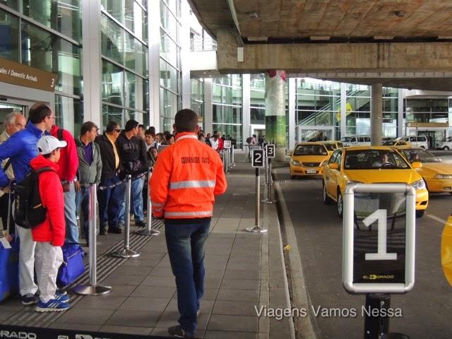 Fila de táxi no Aeroporto El Dorado