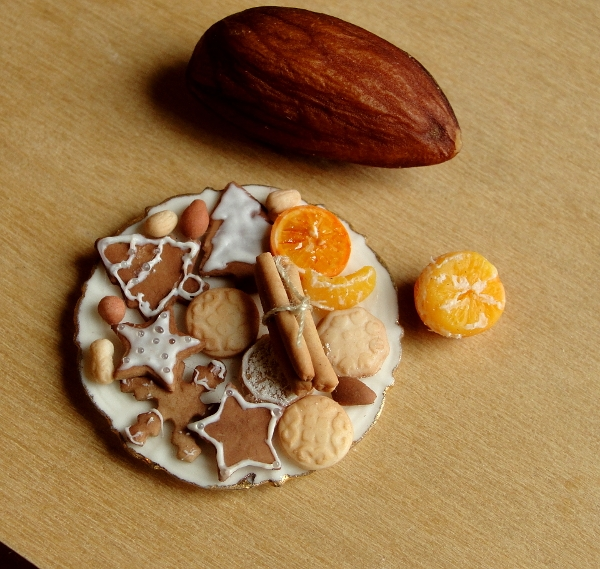 02-Cookies-and-Nuts-Kim-Clough-fairchildart-Dolls-House-Miniature-Clay-Food-Art-www-designstack-co