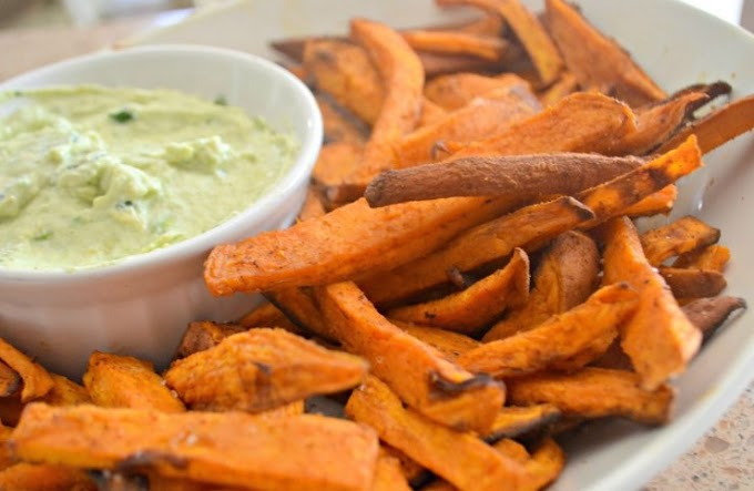 Healthy Sweet Potato Fries with Avocado Dip #snack #vegetarian