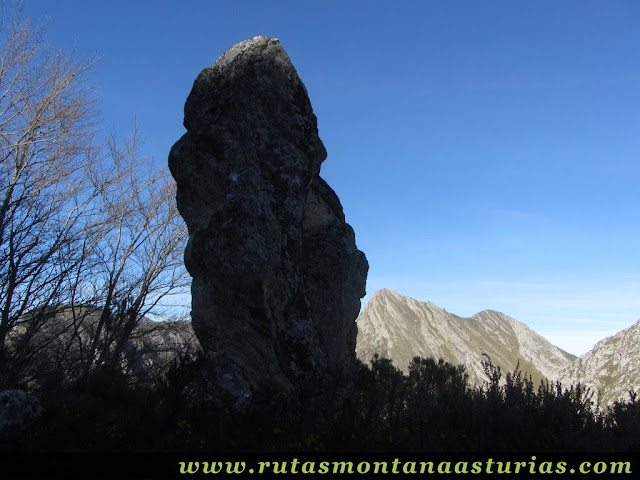 Senda del Cartero, Peña Salón y Sedo Vibolines: Piedra