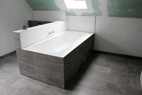 Badewanne mit fliesen verkleiden - Duschruckwand ohne fliesen ...