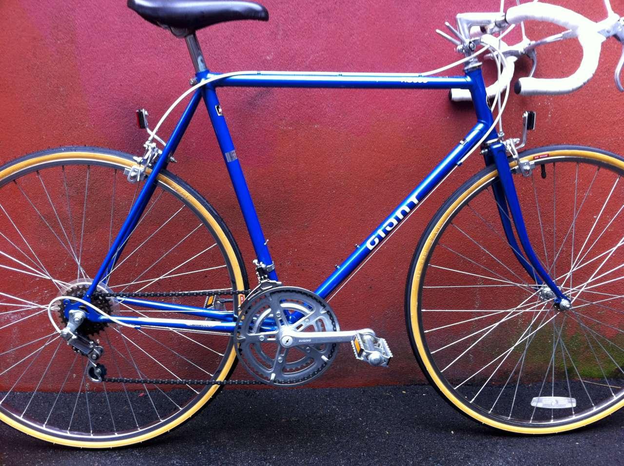 Bike Boom refurbished bikes: Giant RS900 blue road bike