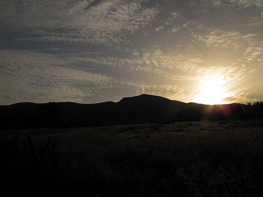 Wschód słońca nad Tarnicą - widok z Wołosatego.
