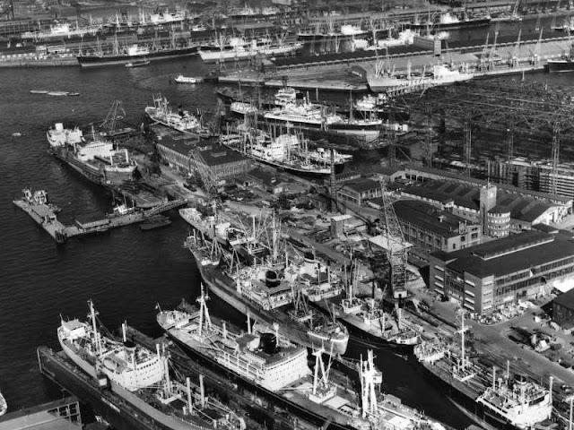 Los astilleros Howaldtswerke en Hamburgo.