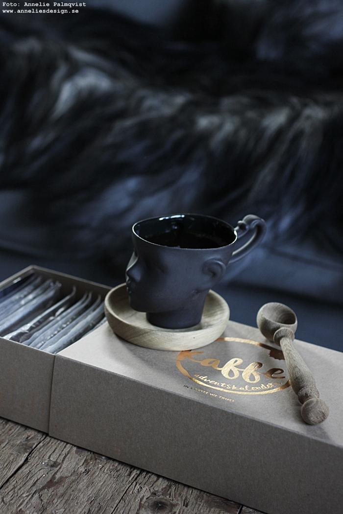 kaffekalender, adventskalender, present, presenttips, advent, jul, räkna ner, kaffe, inredning, mugg, kaffemugg, muggar, ansikte, sked av ek, fårskinn, annelies design, webbutik, webbutiker, webshop, nätbutik,