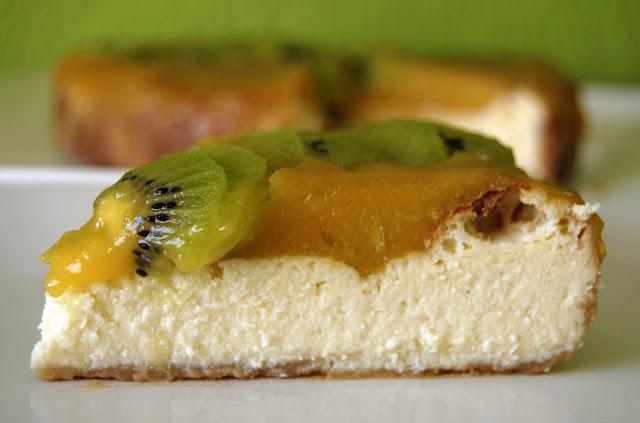 Tarta de Queso Requesón y Gelatina de Mango con Frutas