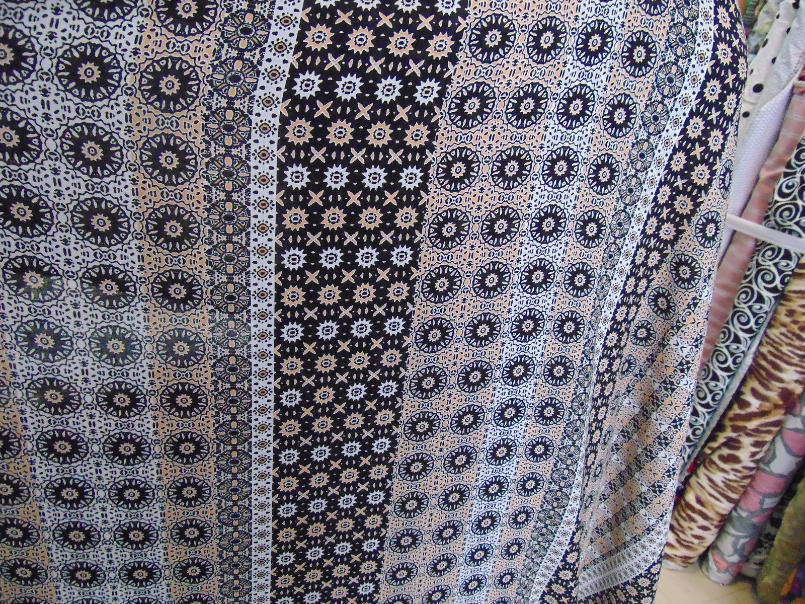 Κελεμπία ή πουκάμισο;