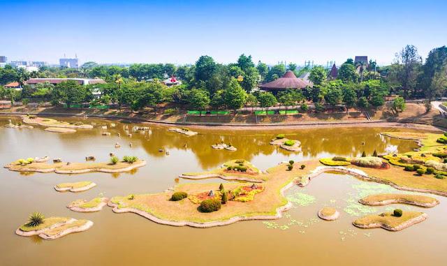 Gambar Taman Mini Indonesia Indah (TMII) Di DKI Jakarta