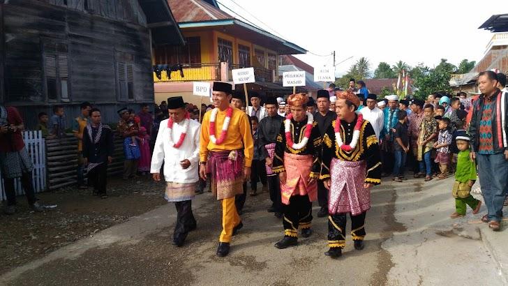 Tradisi Lebaran Pemimpin Diarak Keliling Kampung.