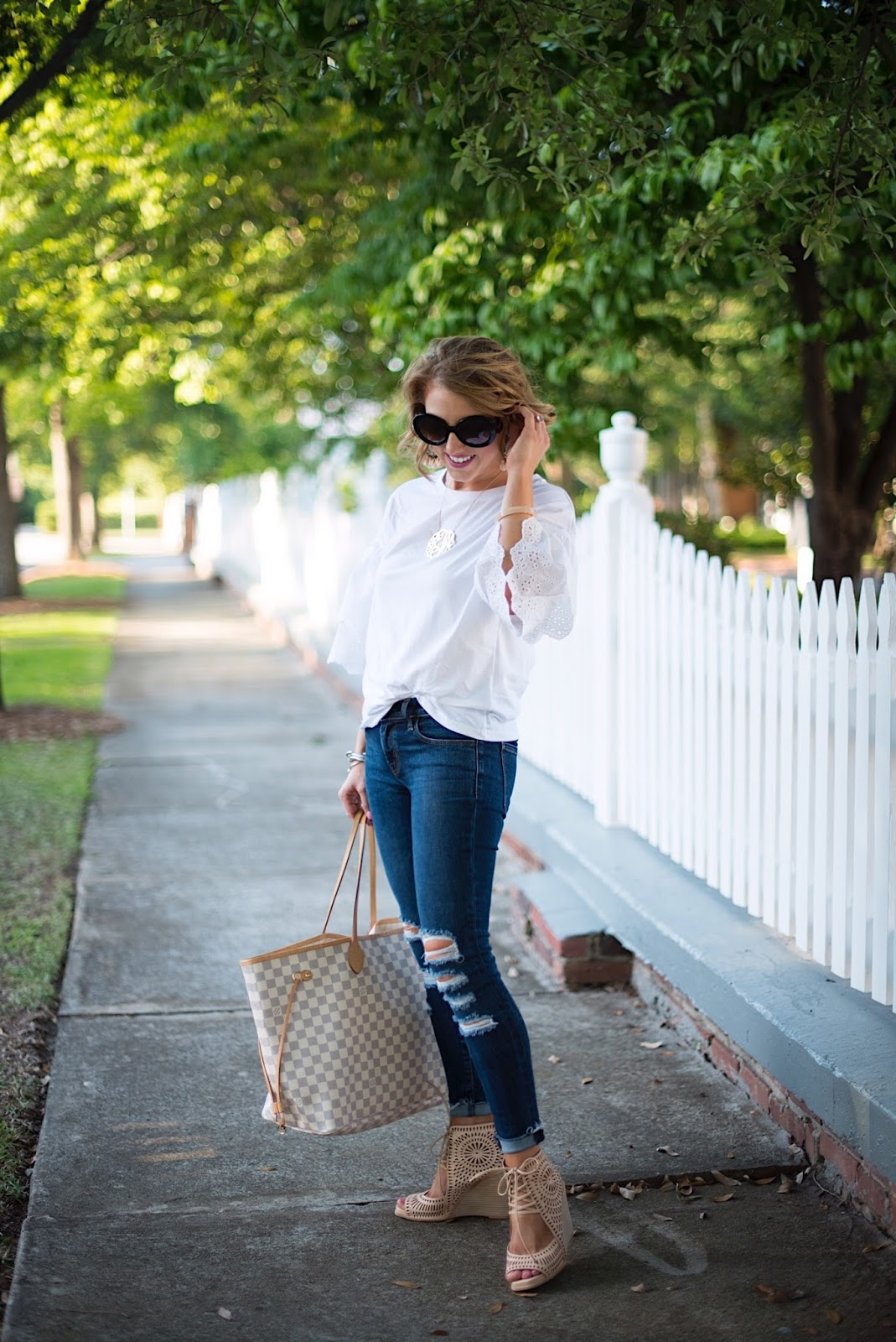 How to style a t-shirt - Click through to see more on Something Delightful.