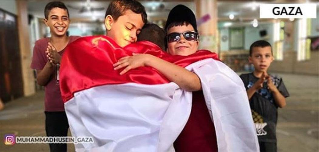 Anak-anak Gaza memperagakan Prabowo dan Jokowi berpelukan