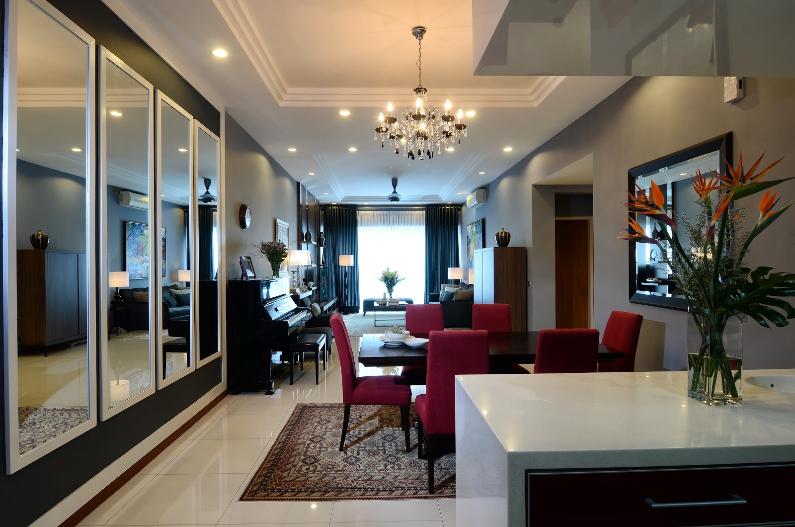 Sarang Interiors Modern Tropical Interior Design By: SARANG INTERIORS: INTERIOR DESIGN BY SARANG INTERIORS