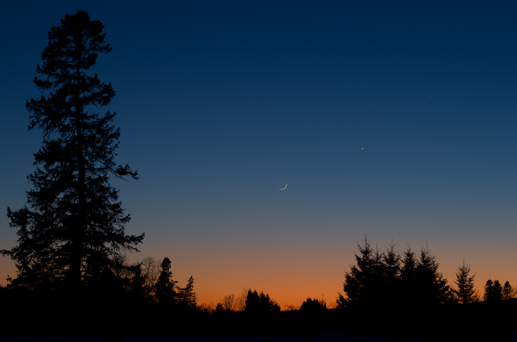 Old Moon In New Moons Arms >> Esplaobs Conjonction Of Mercury Venus And The Old Moon In The New