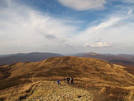 Widok na północny zachód z drugiego wierzchołka Szerokiego Wierchu (1238 m n.p.m.).