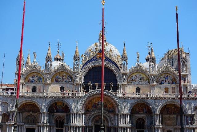 Revoluce v Benátkách. Povinná vstupenka do baziliky San Marco, zažijte benátky jako místní, benátky průvodce, kam v benátkách, co vidět v benátkách, benátky památky, benátky historie, jak se najíst v benátkách, kde se najíst v benátkách, co ochutnat v benátkách, kam v benátkách na víno, benátky aperol spritz,