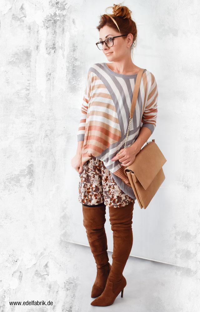 bunte H&M Shorts und hellbraune Overknees von Deichmann
