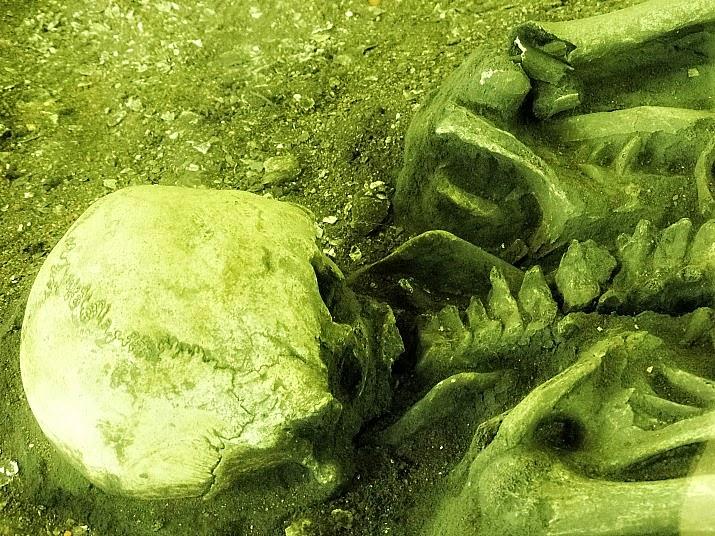 Esqueleto encontrado em decúbito ventral