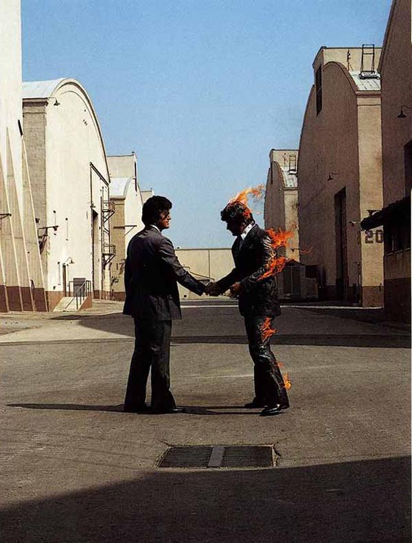 """""""Wish you were here""""  Vorrei che Tu fossi Qui. Quante volte lo abbiamo detto a una persona cara lontano da noi e, non so voi, ma spesso mi ritrovo a pensare a questa malinconica canzone dei Pink Floyd, pezzo indelebile nella storia della musica."""