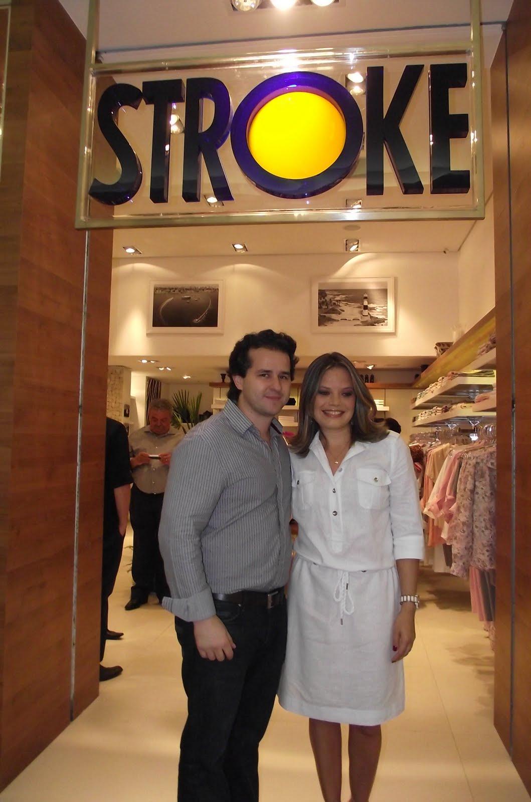 b0a03836e Stroke inaugura loja no Shopping Iguatemi BA com direito a mini desfile  comandado por Tininha Viana
